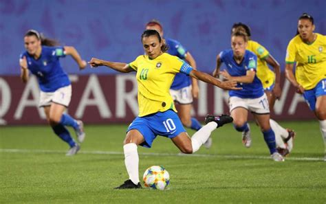 Marta nets record 17th Cup goal