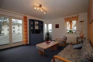 wohn und schlafzimmer podest fr wohn oder schlafzimmer viel stauraum verblffend wohn schlafzimmer modern dekoration