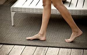 Bodenbelag fur balkon und terrasse wpc holz oder stein for Balkon teppich mit tapete aus stein