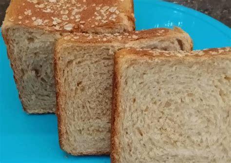 Adapun resep dan cara membuat roti lembut sebagai berikut dilansir dari cookpad.com. Resep Roti tawar gandum empuk oleh fen.b.y - Cookpad