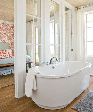 cottages in bath with tub 17 best ideas about cottage style bathrooms on