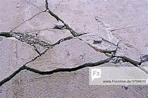 Risse Im Beton : risse in beton fundament lizenzfreies bild bildagentur ~ Michelbontemps.com Haus und Dekorationen