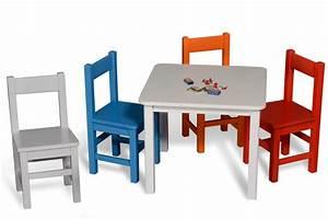 Kindertisch Und Stühle Holz : wei lackierter kindertisch kinto 60x60 aus holz von kinderzimmer ~ A.2002-acura-tl-radio.info Haus und Dekorationen