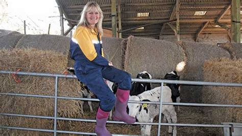 dorset woman carves  route  farming farmers weekly