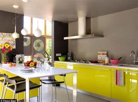 cuisine noir et jaune decoration cuisine bleu et jaune