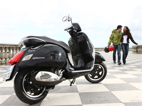 Vespa Gts Wallpapers by Vespa Gts 300 1024 X 768 Wallpaper