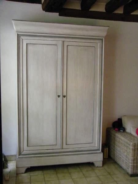 customiser une porte de chambre armoire louis philippe restaurée et peinte en blanc patiné
