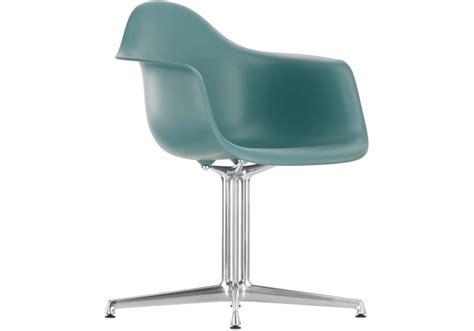 Eames Plastic Armchair Dal Poltrona Vitra