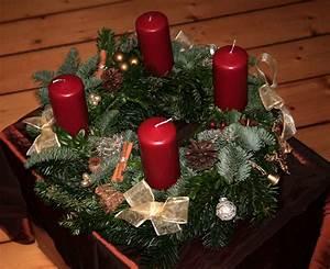 Adventskranz Rot Selber Machen : adventskranz in klassisch rot zwei sorten tanne nordmann und nobilis buchszweige ~ Markanthonyermac.com Haus und Dekorationen