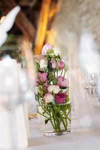 Vase Für Eine Blume : die besten 25 blumen vase ideen auf pinterest blumenarrangements frische blumen und glasvase ~ Sanjose-hotels-ca.com Haus und Dekorationen