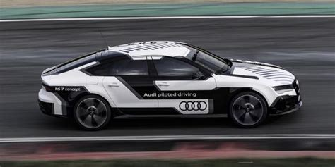 Audi's Super Fast Driverless Car Wows Us!