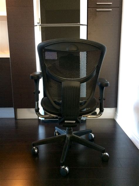 workpro 174 pro quantum 9000 series ergonomic mesh mid back