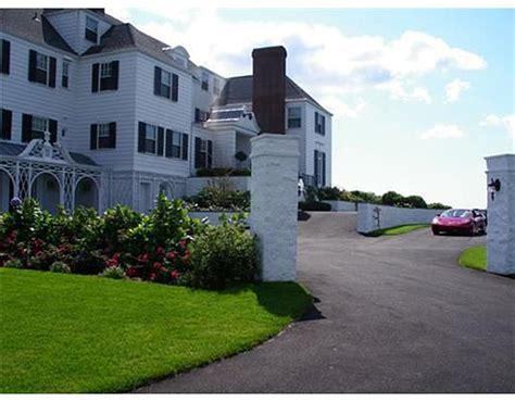 Taylor Swift Buys Rhode Island Mansion In Cash