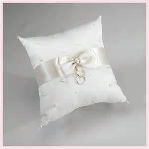 wedding pillow rings cuscino portafedi in raso avorio con perle