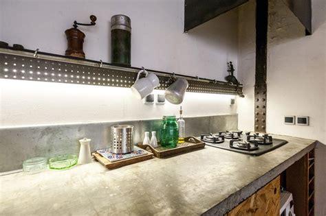 cuisine en osb petit loft à louer à sur airbnb