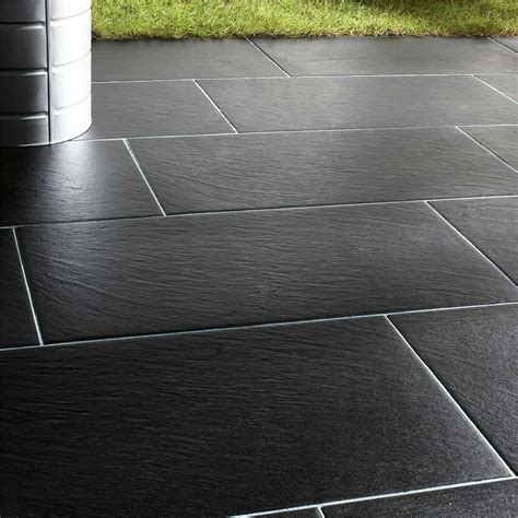 pose carrelage sur dalle beton exterieur carrelage de sol effet parquet pour le balcon ou la
