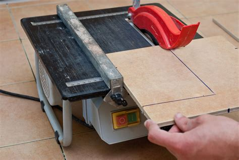 Cutting Glass Tile With Saw by How To Cut Tiles With A Saw Howtospecialist How To