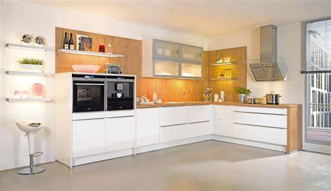 Trendeinbauküche Almira Weisshochglanz  Küchen Quelle
