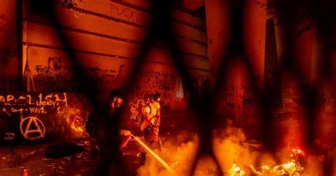 rioters  portland federal building set