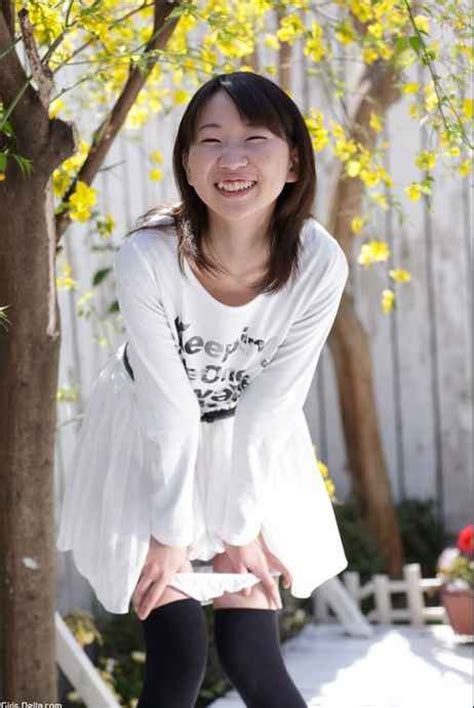 ほがらかで華奢な少女が好き 石原果月 Kazuki 童顔少女の無修正が見たい!ロリ顔ドットコム