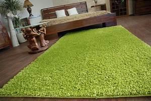Koberec kusový zelený
