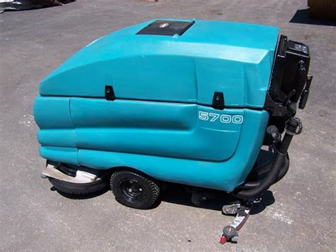 Used Tennant Floor Machines by Tennant 5700 Floor Scrubber Gt Tennant Caliber Equipment
