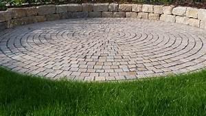 Sitzplätze Im Garten : baumann runde terrasse aus natursteinen baumann g rten und freir ume ~ Eleganceandgraceweddings.com Haus und Dekorationen