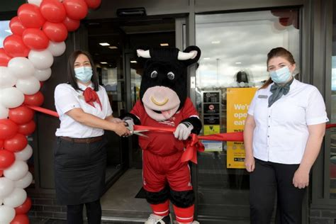 Video: Aberdeen FC mascot Angus the Bull officially opens ...