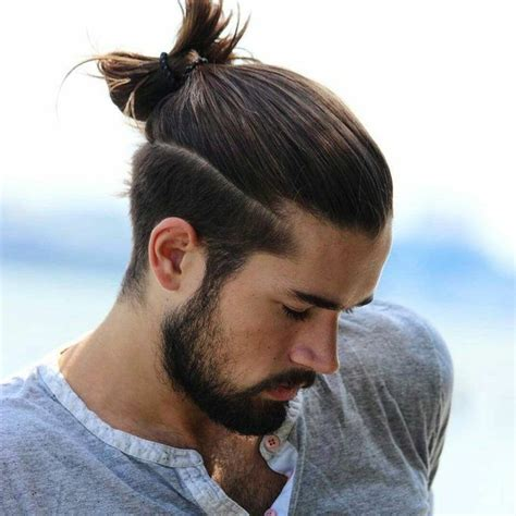 frisuren lange haare maenner man bun boys long curly