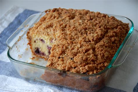 This wonderful berry coffee cake is the perfect way to start off your day. blueberry buckle coffee cake - Two Red Bowls