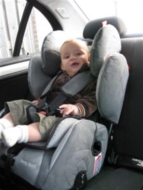 montage siege auto bebe siège auto sport de recaro bébé compar 39