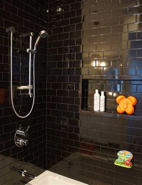 estupendas formas de usar azulejos de bano negros en