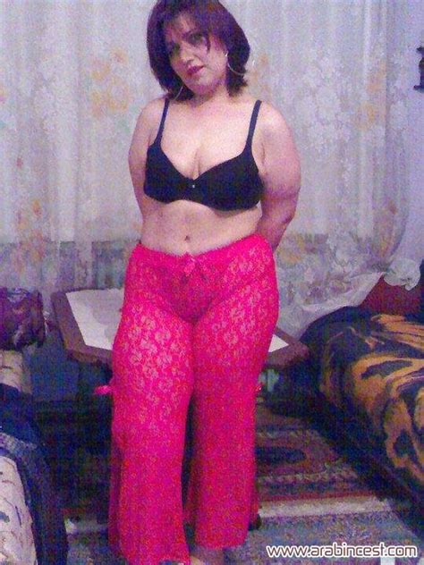 صور سكس شرموطة شرموطة مصرية دلع وجمال تستعرض جسمها محارم عربي