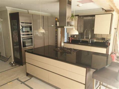 modern hacker cappuccino taupe gloss handleless kitchen