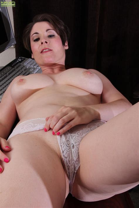 short haired brunette sadie jones plays with her trimmed pussy in study room