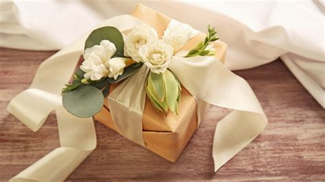 5 Thoughtful Wedding Gift Ideas For Close Friends & Family