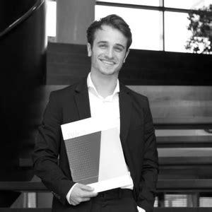 Alle artikelen uit het dossier songfestival 2021. Junior Songfestival-winnaar Ralf Mackenbach geslaagd - Songfestival Update