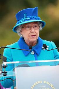 Queen Elizabeth II Photos Photos - Queen Elizabeth II ...