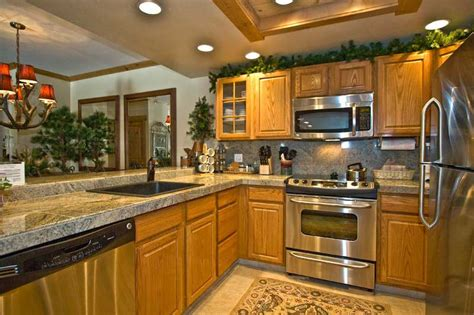 what color countertops go with oak cabinets best paint colors for kitchens with oak cabinets