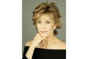 changer de coupe de cheveux coupe de cheveux femme 60 ans quelle coupe de cheveux adopter à 60 ans