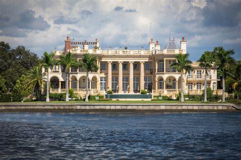 stunning  square foot waterfront mansion  sarasota