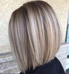 Frisuren Mittellange Dicke Haare by Die Besten 25 Kurze Graue Haare Ideen Auf Graue Frisuren Schöner Haarschnitt Und