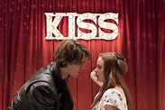 THE KISSING BOOTH trailer cozies up for a looksee!