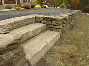 How to Build a Dry-Stack Stone Retaining Wall   how-tos   DIY