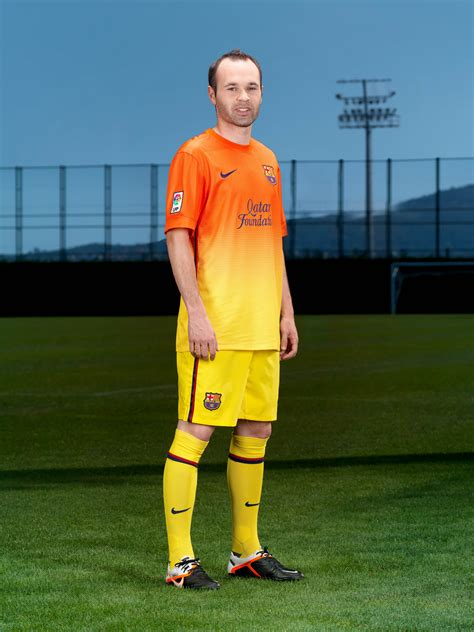 jersey barcelona home 05 original football kit release nike unveils barcelona home and away