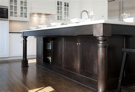 Kitchen Island Cabinets   Traditional   kitchen   Mullet