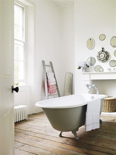 clever  unconventional bathroom decorating ideas