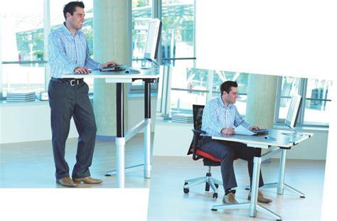 position ergonomique au bureau les bureaux assis debout peinent à séduire