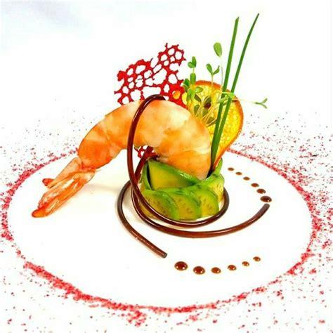 dressage des assiettes en cuisine plated 스테이크 에피타이져 요리 및 음식