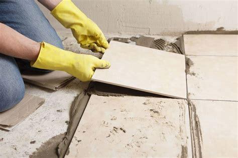 posare piastrelle pavimento posare un pavimento in ceramica pavimento per interni